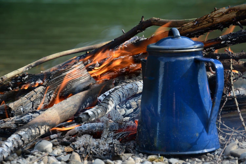 Kaffeekanne am Feuer