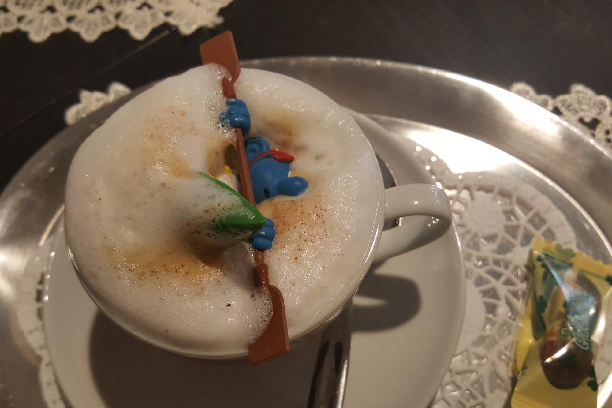 Paddelschlumpf im Cappuccino