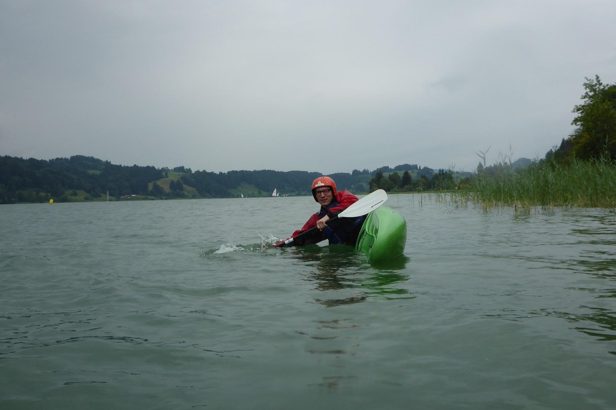 Paddelstuetze auf dem See