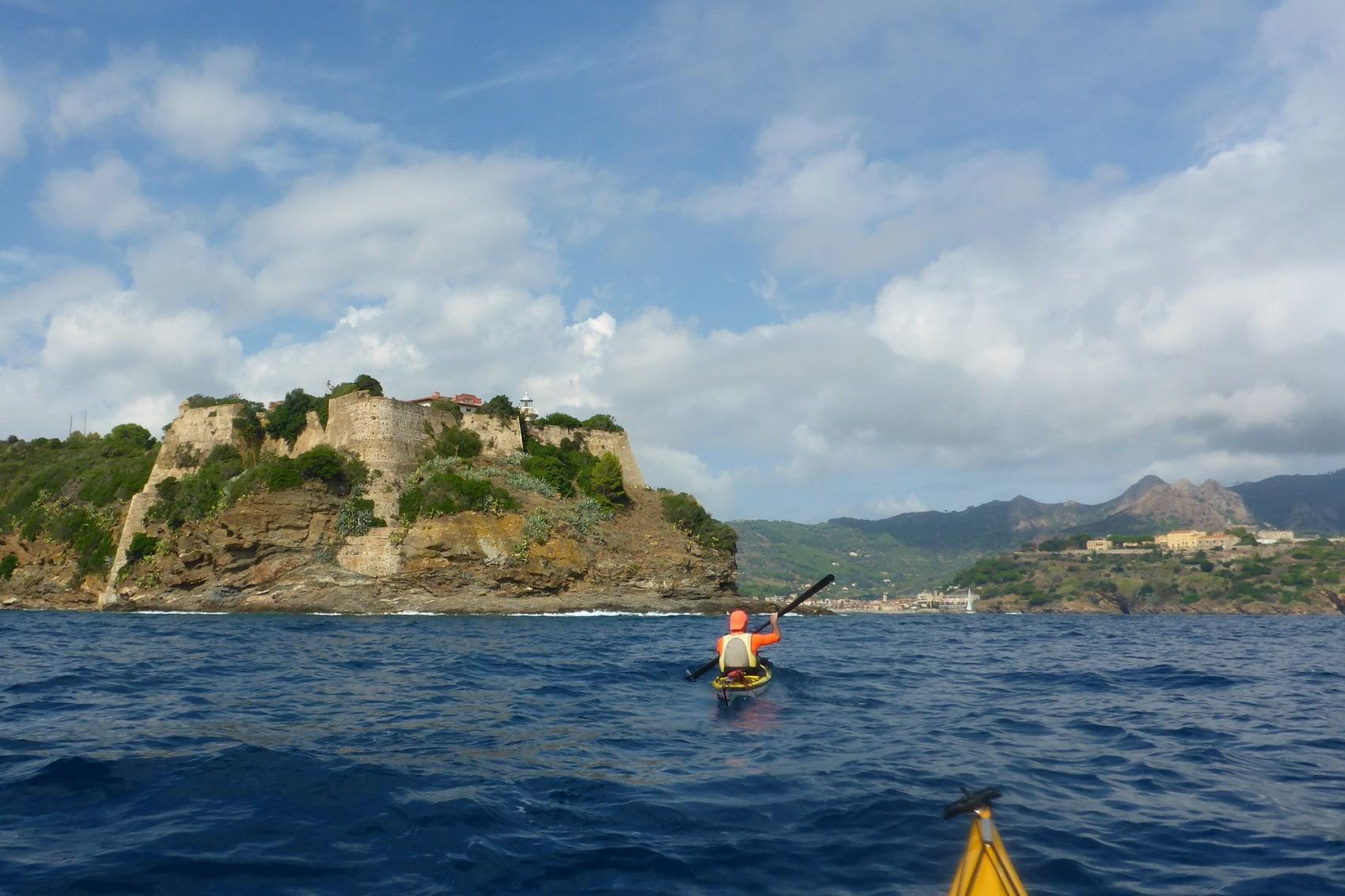 Capo Focardo mit dem Seekajak